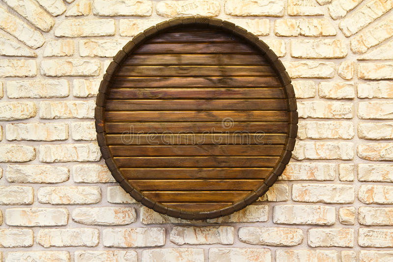 Wytwórnii win ściana z beczką w nim zdjęcia stock