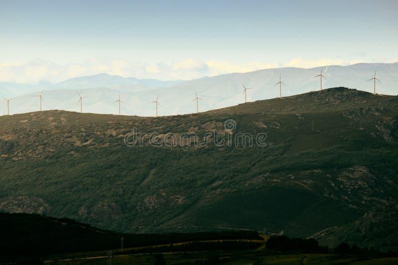 Wytwarzanie Siły Eolic silników wiatrowych pole W Hiszpania zdjęcie royalty free
