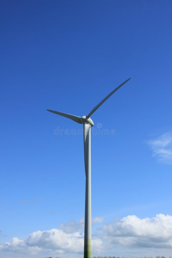 Wywołująca silnik wiatrowy elektryczność zdjęcia royalty free