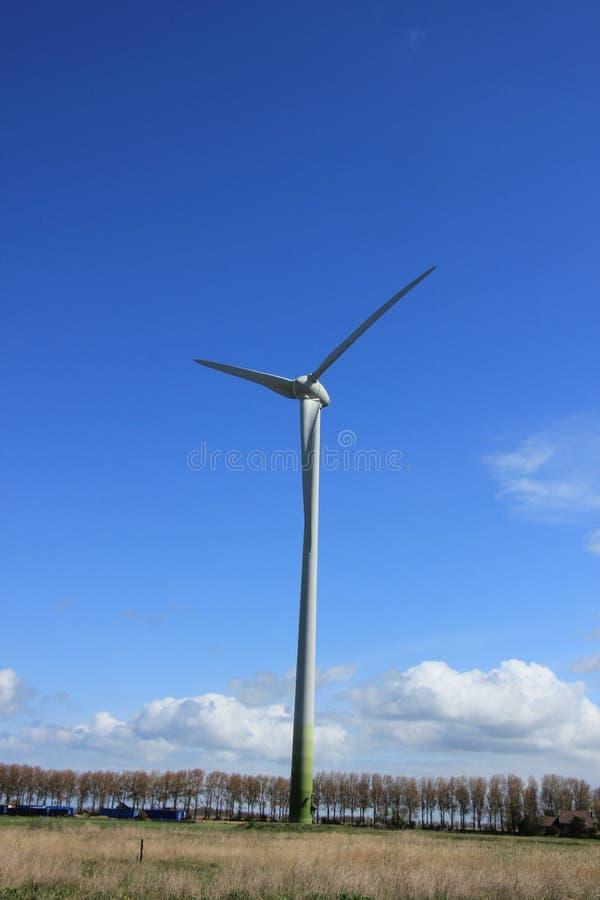 Wywołująca silnik wiatrowy elektryczność zdjęcie stock