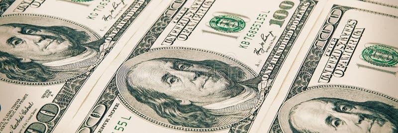 Wyznania sto dolarów układają z rzędu Widok przy kątem zdjęcie royalty free