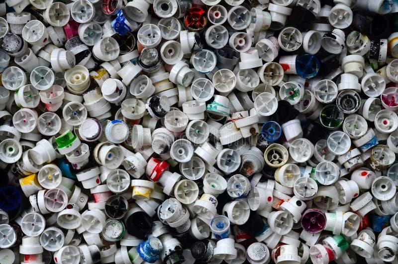Wzór dużo używać i błocący nozzles od kiści puszek z aerosolową farbą Tło tekstura uliczna sztuka rysunkowy gra fotografia royalty free