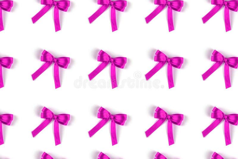 Wzór lili jedwabniczy prezentów łęki odizolowywający na bielu obrazy royalty free