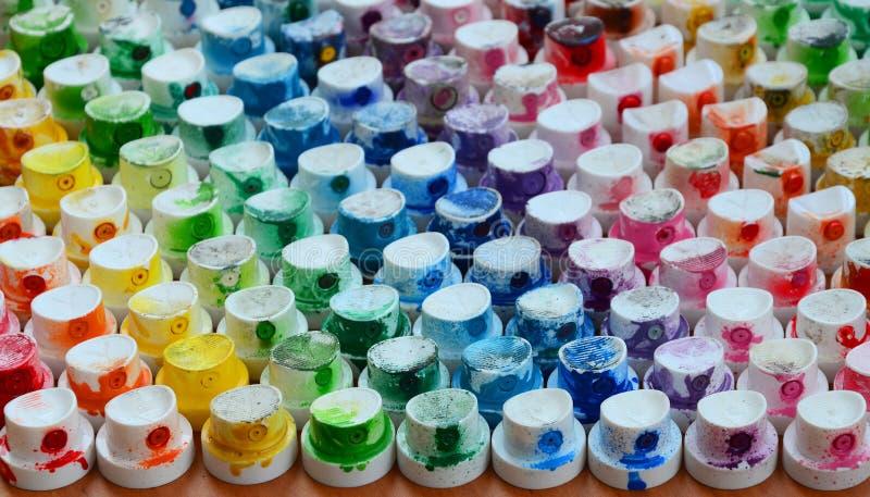 Wzór od wiele nozzles od farby natryskownicy dla rysunkowych graffiti, mażącej w różnych kolory Plastikowe nakrętki są arra fotografia royalty free