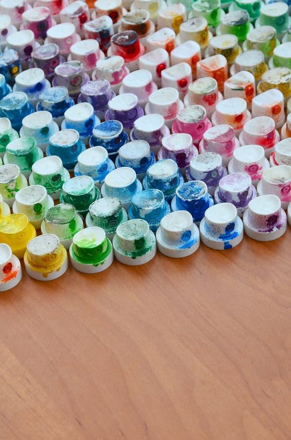 Wzór od wiele nozzles od farby natryskownicy dla rysunkowych graffiti, mażącej w różnych kolory Plastikowe nakrętki są arra zdjęcia royalty free
