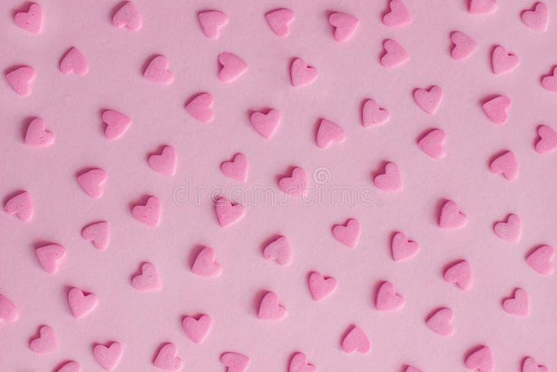 wzór Różowi ciasteczek serca na różowym tle, tekstura zdjęcia royalty free