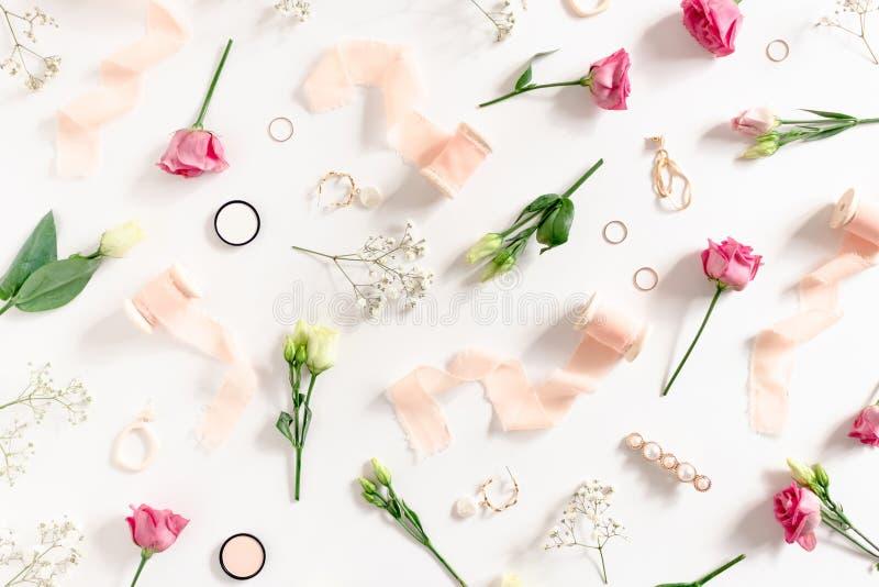 Wz?r robi? kwiaty, r??owi faborki, kobieta kosmetyki i akcesoria, obrazy stock