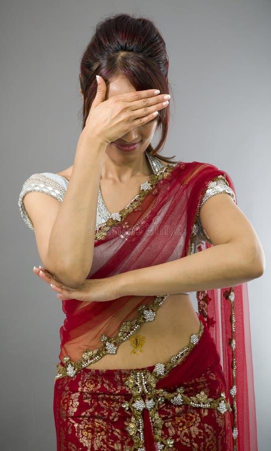 Download Wzburzona Młoda Indiańska Kobieta Z Jej Głową W Rękach Zdjęcie Stock - Obraz złożonej z niepowodzenie, nierady: 41952118