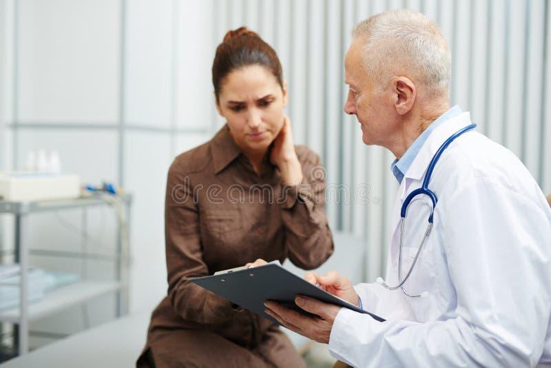 Wzburzony cierpliwy znać o chorobie obrazy stock