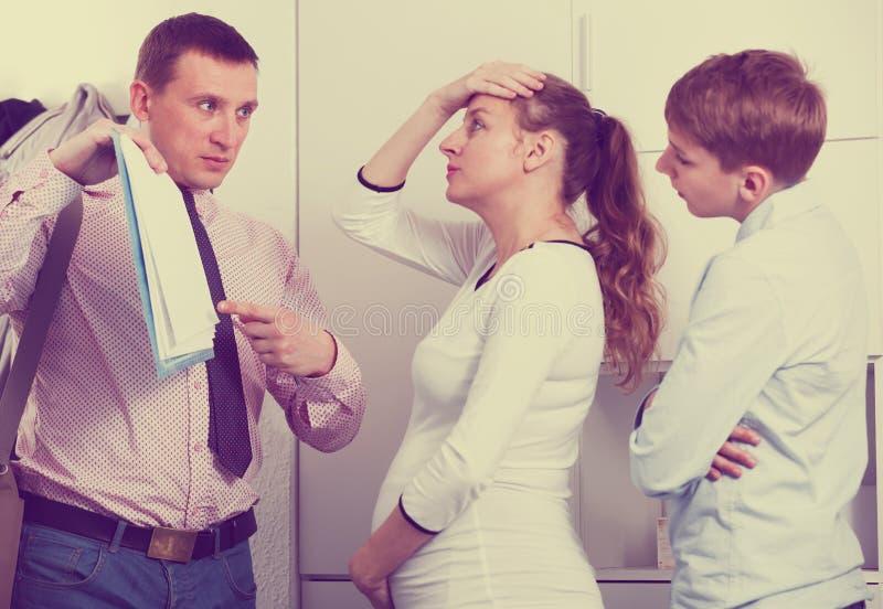 Wzburzony rodzinny spotkanie pracownik opieki społecznej zdjęcie stock
