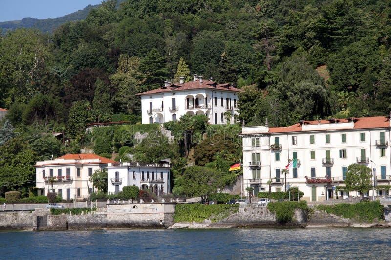 wzdłuż budynków como Italy jeziora obraz stock