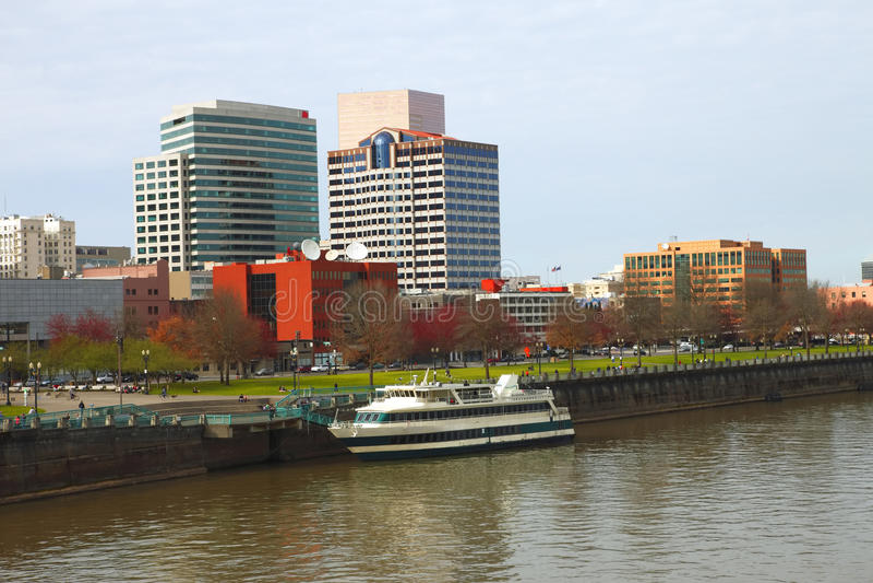 wzdłuż Portland rzeki fotografia stock