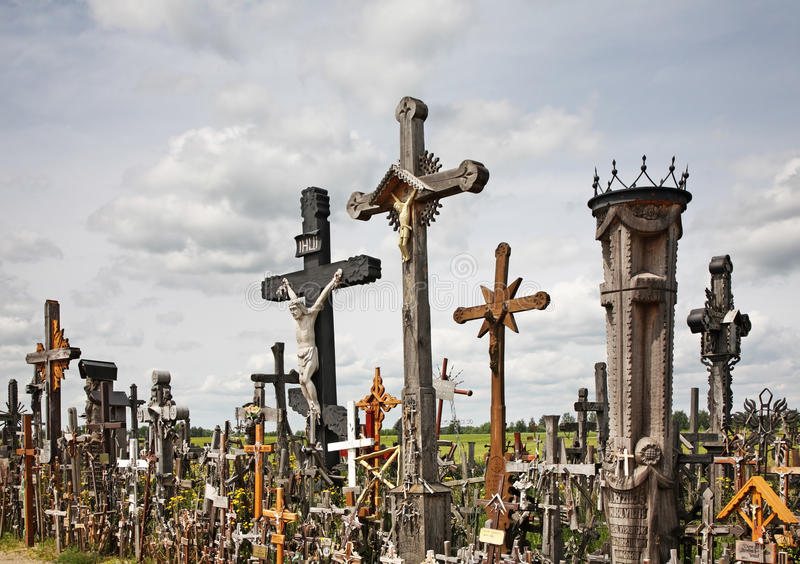 Wzgórze krzyże blisko Siauliai Lithuania zdjęcia stock