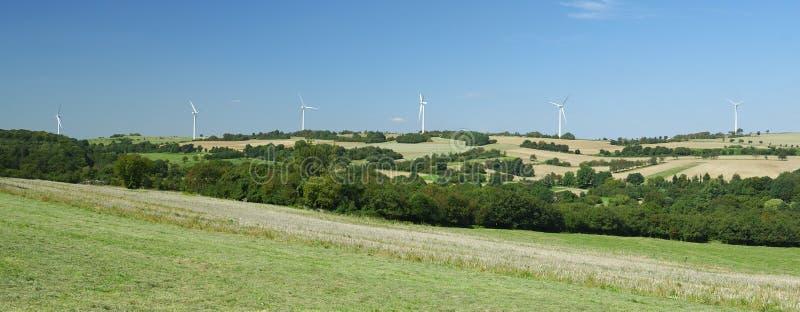 wzgórze nad panoramy windfarm obraz royalty free