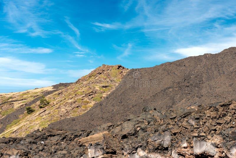 Wzmacniający Lawowy przepływ - Etna wulkan Sicily Włochy obrazy stock