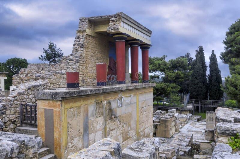 Wznawiający Północny wejście z ładuje byka freskiem przy sławnym archeologicznym miejscem Knossos obraz royalty free