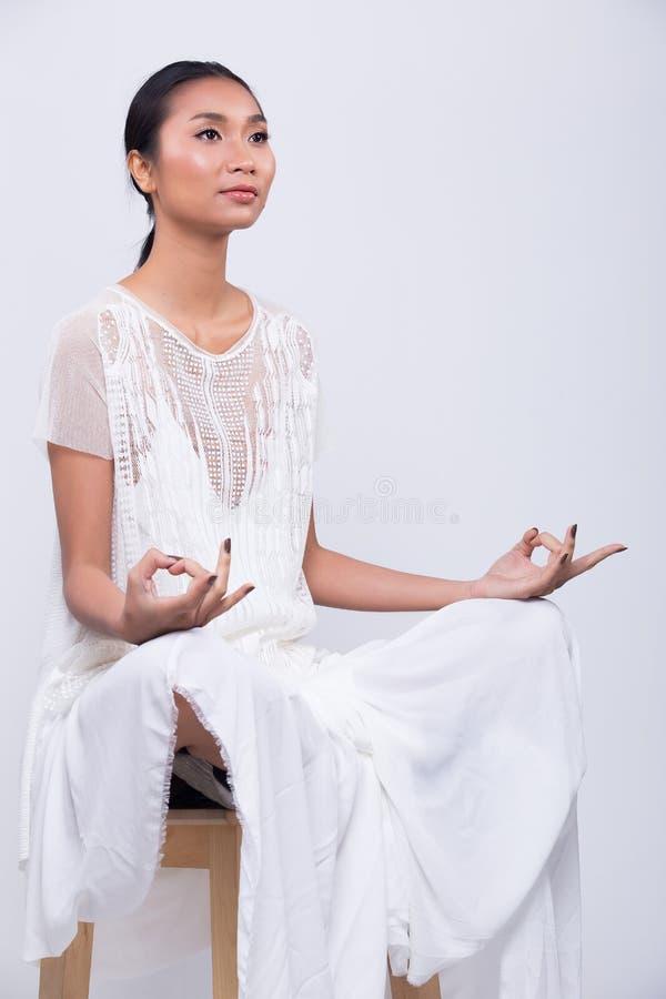 Wzorcowa ręk ręk palców twarzy pozy medytacja fotografia royalty free