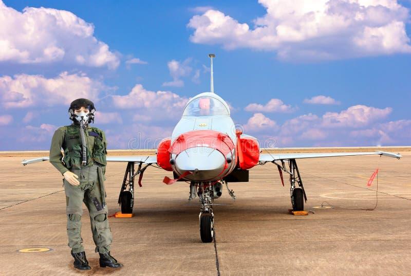 wzorcowy myśliwski pilot i wojskowego samolot obrazy stock