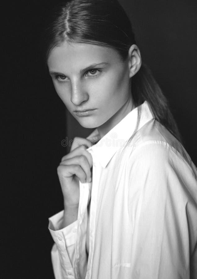 Wzorcowy test z młodym pięknym moda modelem obrazy royalty free