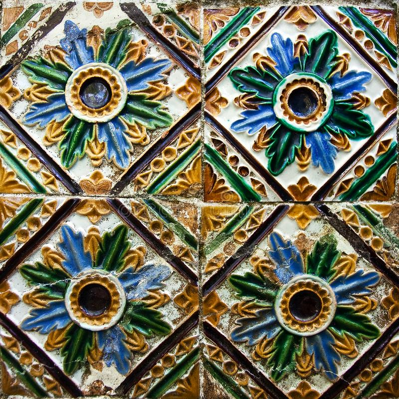 Wzorzyste barwione płytki na domu symbolu Lisbon Abstrakt, ornament, Europejski autentyczny styl zdjęcia stock