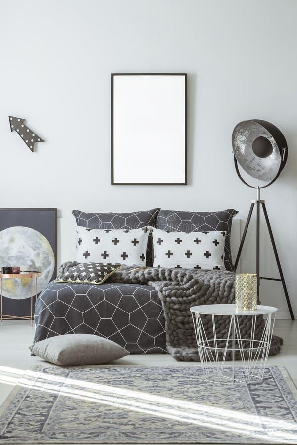 Wzorzysty sypialni wnętrze z mockup zdjęcie stock