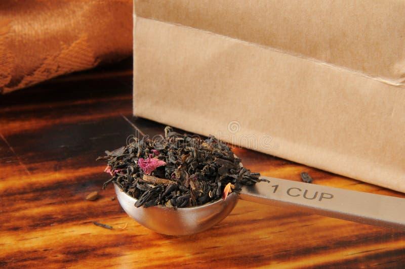 Wzrastał natchnącej czarnej herbaty zdjęcie royalty free