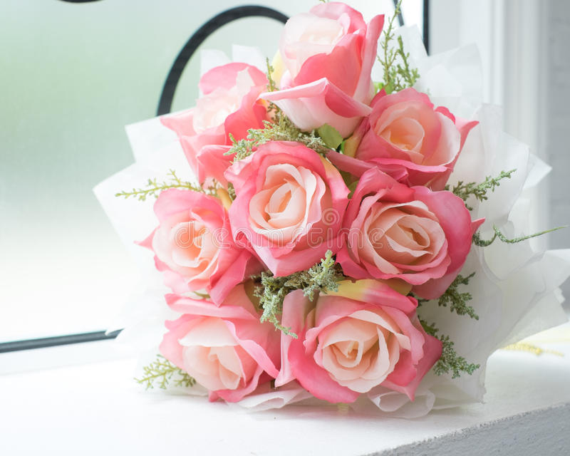 Wzrastał, sztucznych kwiatów bukiet fotografia stock