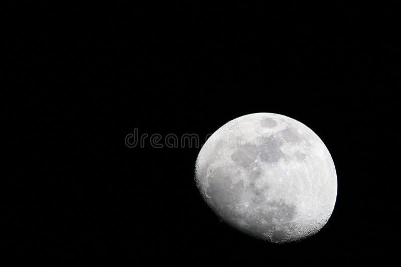Wzrastająca księżyc w czarnym niebie zdjęcie stock