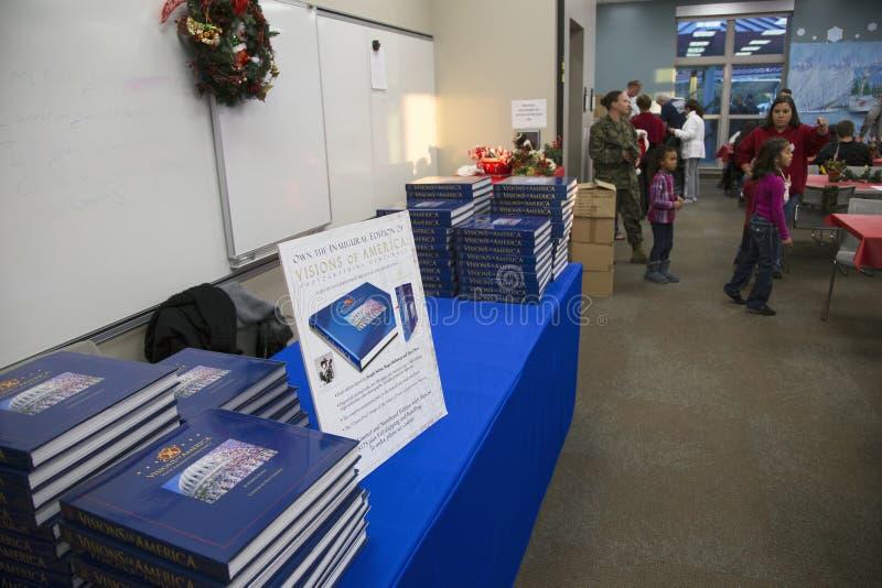 Wzrok Ameryka tabletop książka Joe Sohm przy Rannym wojownika centrum, Obozowy Pendleton, północ San Diego, Kalifornia, usa zdjęcia stock