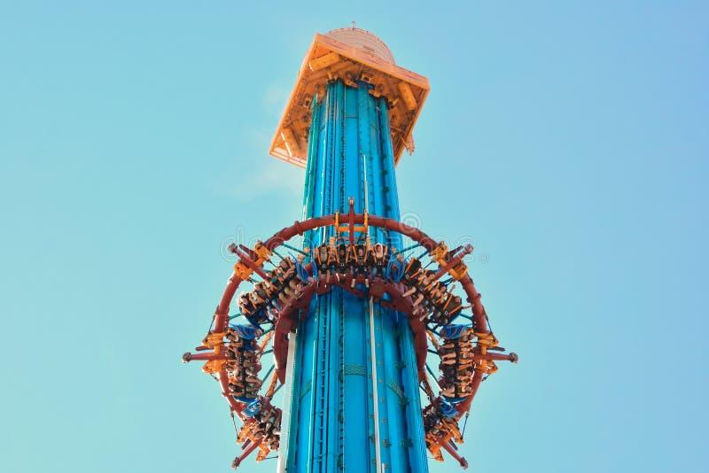 Wzrosta Falcon's wściekłość dosięga oferty nieprawdopodobny widok rozciąga dobrze za w centrum Tampa zdjęcie stock
