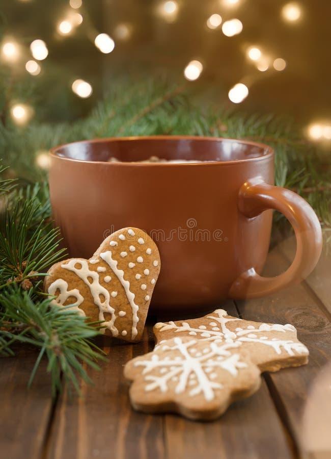 Xícara de café com doçura do Natal imagens de stock