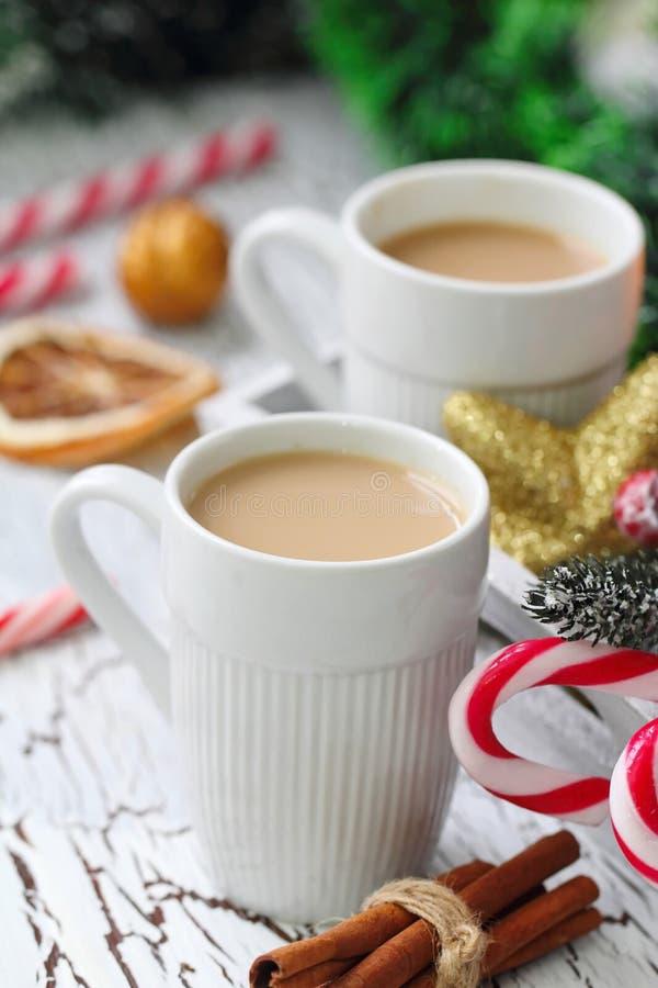 Xícara de café com doçura do Natal foto de stock