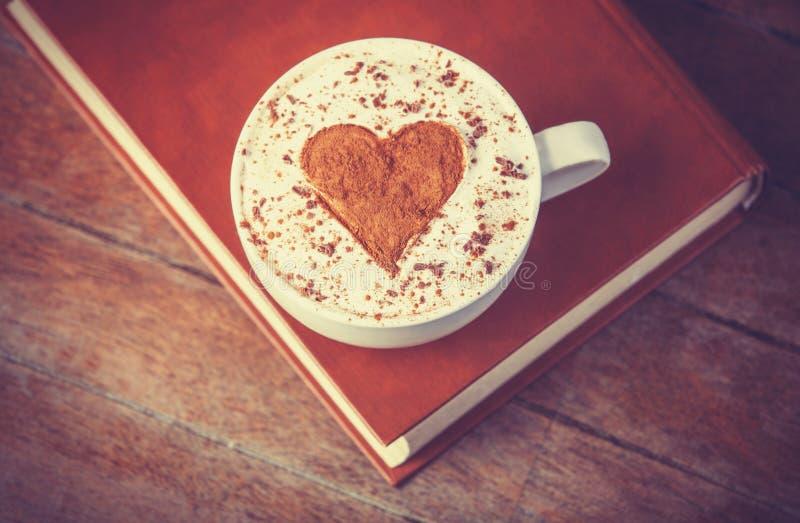 Xícara de café com livros fotografia de stock