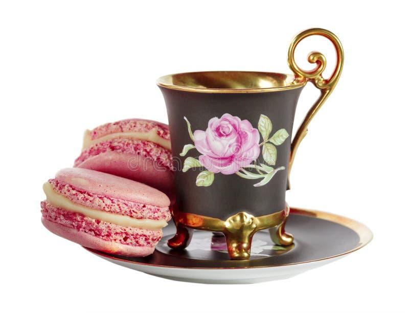 Xícara de café com macarons franceses fotos de stock royalty free