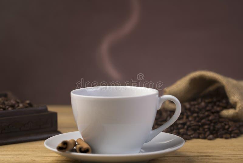 Xícara de café quente no restaurante fotografia de stock