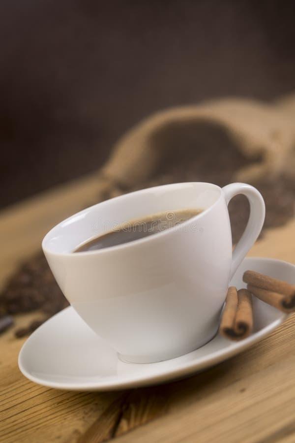 Xícara de café quente no restaurante foto de stock royalty free
