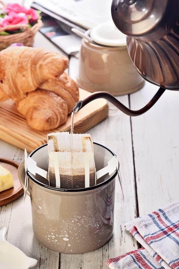 Xícara de café recentemente fabricada cerveja do instante imagem de stock royalty free