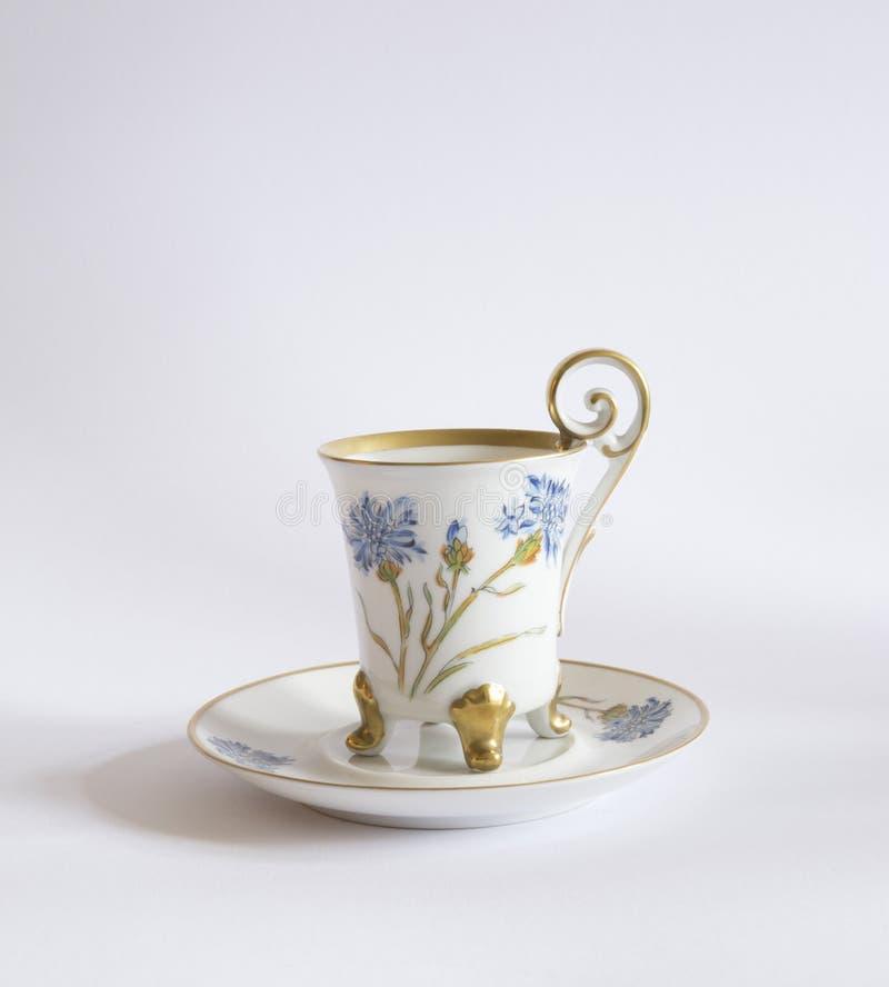 Xícara de chá da porcelana do vintage isolada no branco foto de stock