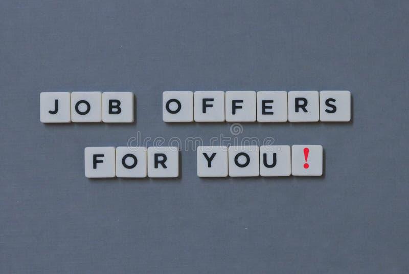 ' ¡Ofertas de trabajo para usted! ' palabra hecha de palabra cuadrada de la letra en fondo gris fotografía de archivo