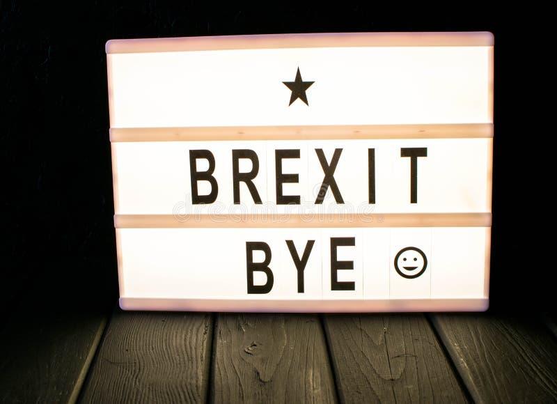 &-x22; Brexit bye&-x22; tekst w lightbox zdjęcie stock