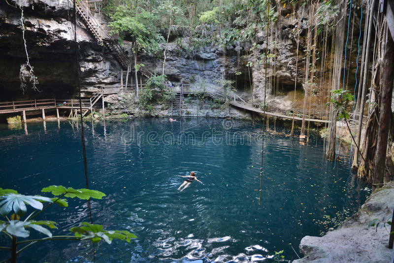 X-Canche cenote in het schiereiland van Yucatan, Mexico royalty-vrije stock foto's