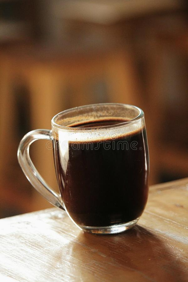 & x22; Kopi Tubruk& x22; är traditionellt kaffe från Indonesien royaltyfria foton