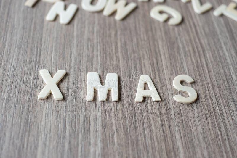 X MAS słowo drewniani abecadło listy Wesoło boże narodzenia i Szczęśliwy nowy rok obrazy stock