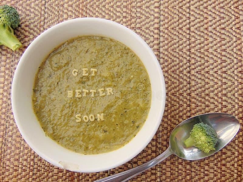 & x22; Obtenha o melhor soon& x22; escrito na sopa vegetal com colher imagens de stock royalty free