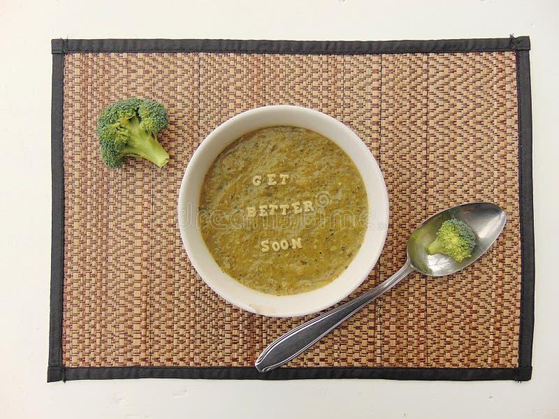 & x22; Obtenha o melhor soon& x22; escrito na sopa vegetal com colher imagem de stock