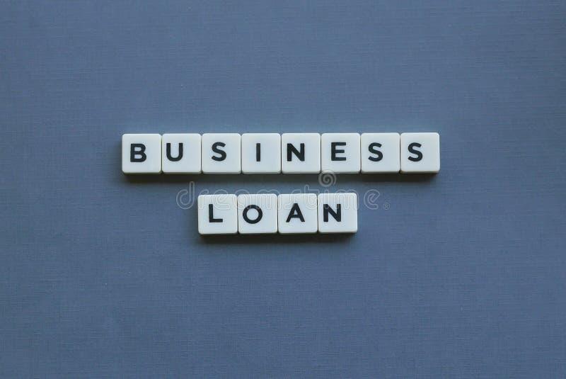 ' ; Prêt aux entreprises ' ; mot fait en mot carré de lettre sur le fond gris image libre de droits