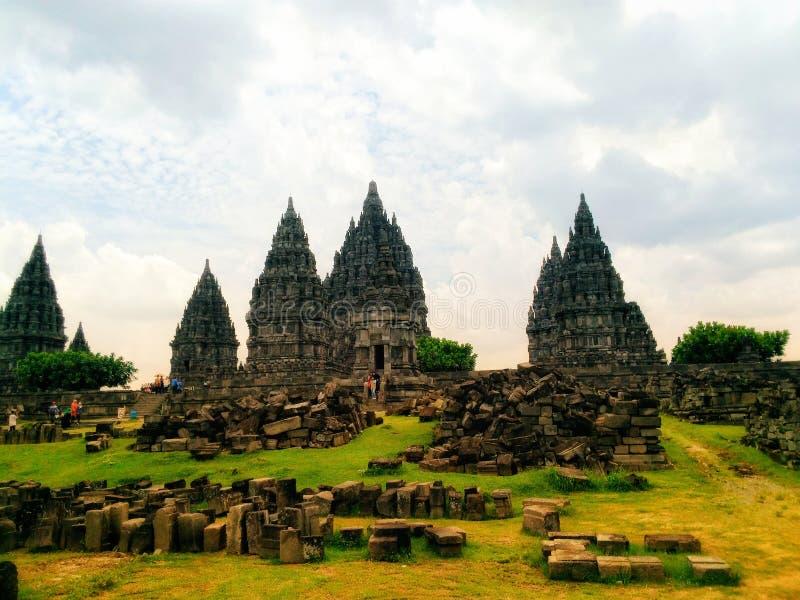 & x22; Prambanan Temple& x22; jest historyczny budynek budujący z pomocą boga i szatanu dla ludzkości zdjęcie royalty free