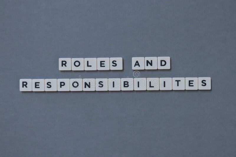 &-x27; Role &-x27 I odpowiedzialność; słowo robić kwadrata listu słowo na popielatym tle obraz royalty free