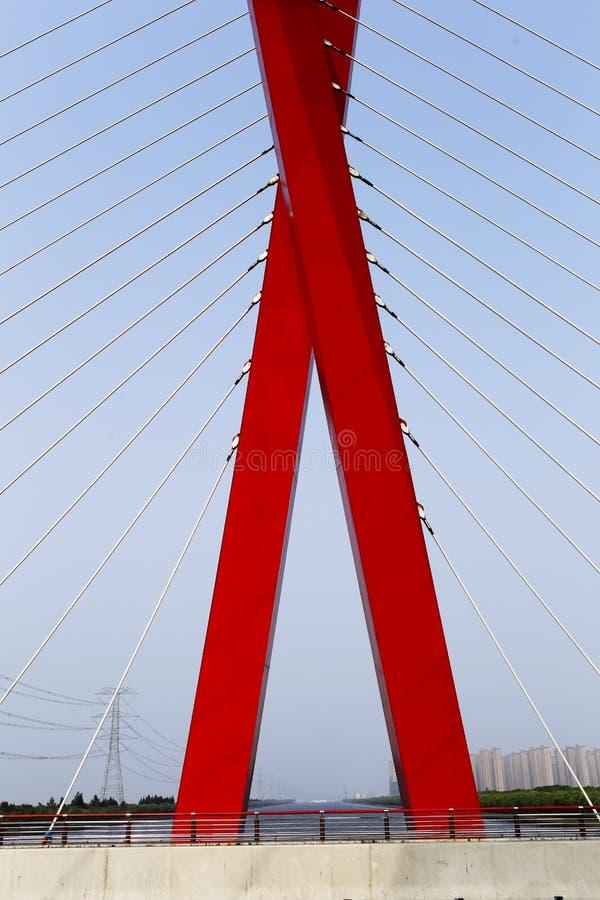 X sous forme de pont câble-resté images stock