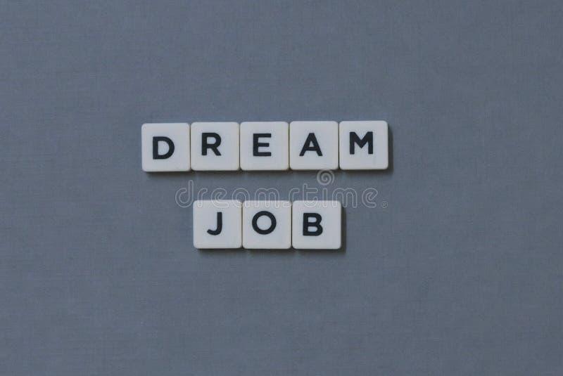 ' Trabajo ideal ' palabra hecha de palabra cuadrada de la letra en fondo gris foto de archivo libre de regalías
